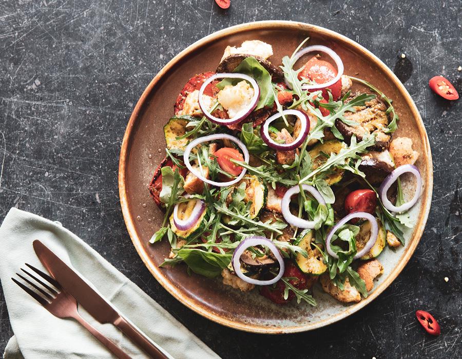 Panzanella aux légumes au barbecue et Pesto Piccante